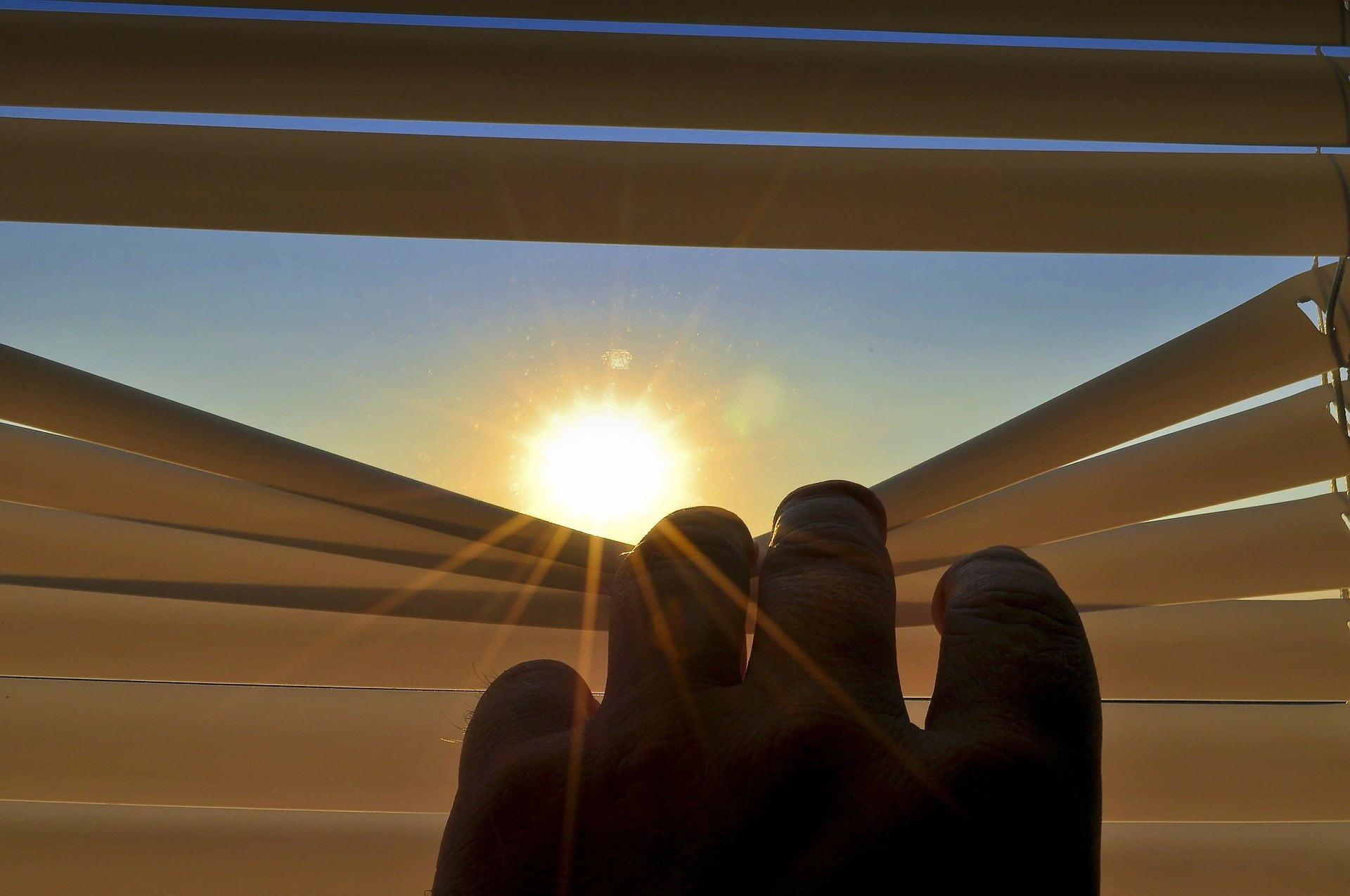 letting sunlight through blinds